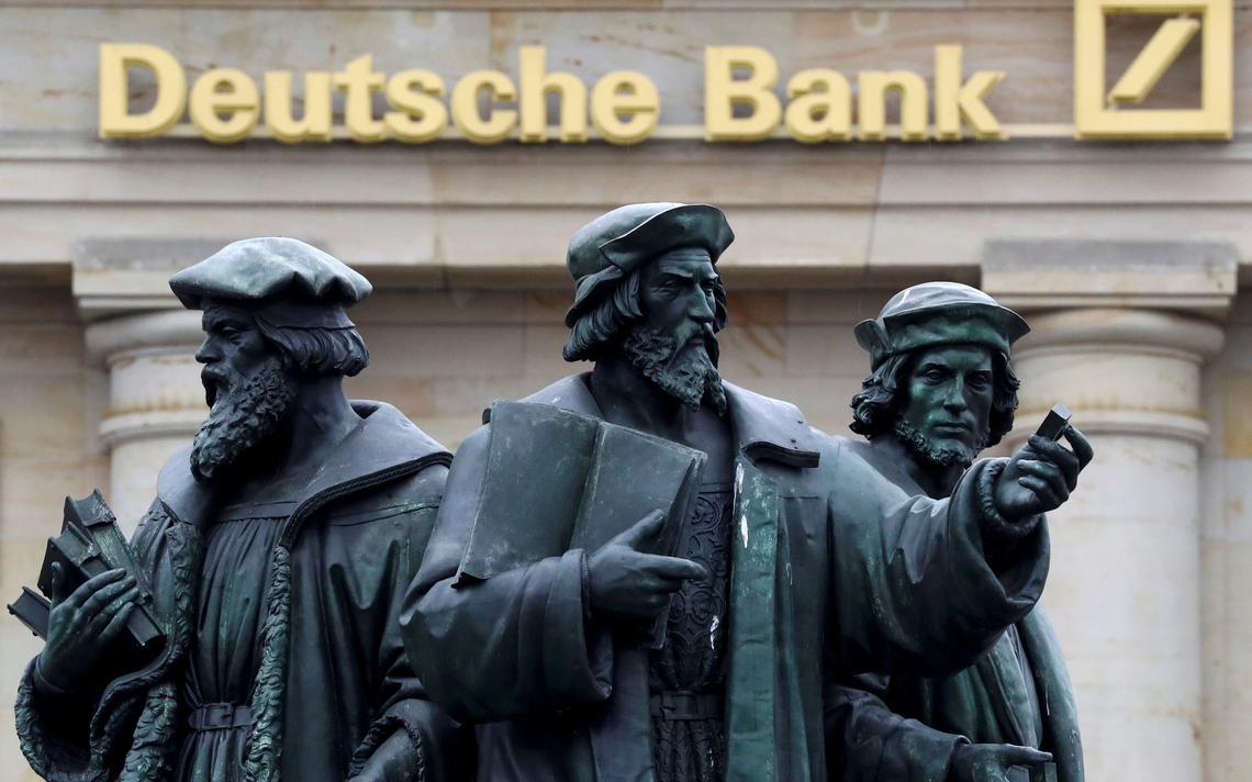 Estátuas em frente ao banco alemão