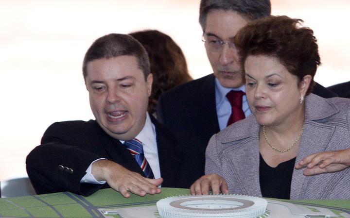 Anastasia, Pimentel e Dilma participam de cerimônia durante reforma do estádio Mineirão