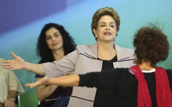 Dilma faz uma minicampanha para se manter no cargo. Quem já participou