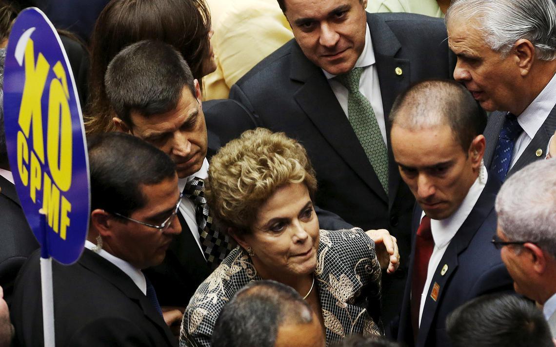 Dilma foi recebida com protestos da oposição no Congresso