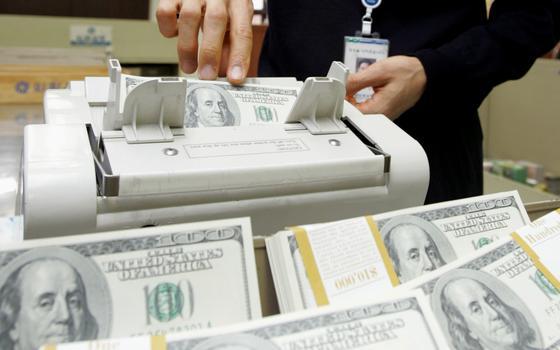 Por que o dólar subiu tanto. E não para de subir
