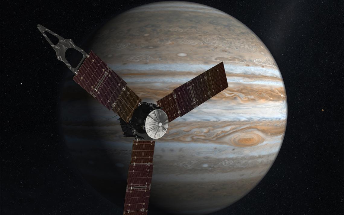 Ilustração da sonda Juno com Júpiter ao fundo
