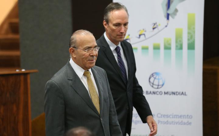 Eliseu Padilha ao lado do diretor do Banco Mundial para o Brasil, Martin Raiser, no lançamento do relatório