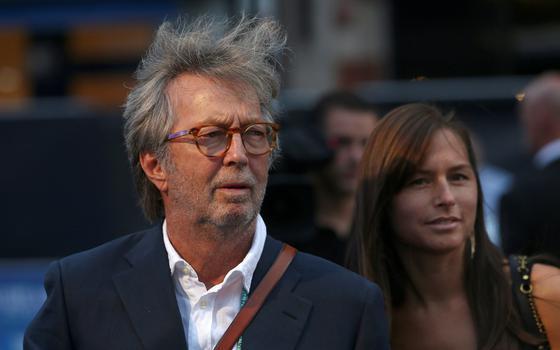 Eric Clapton se nega a fazer shows com prova de vacinação