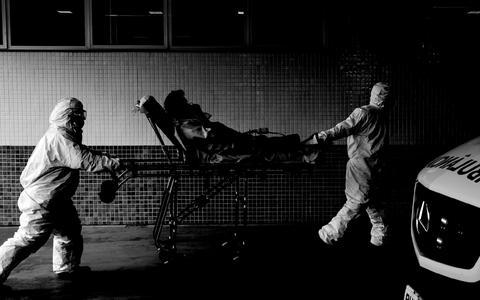 Política mortal: o Brasil em aflição após um ano de pandemia