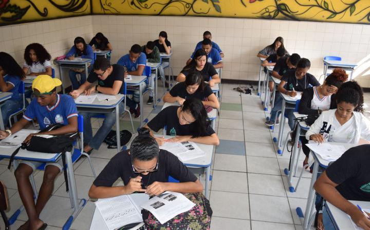 Estudantes do ensino médio fazem simulado na Bahia