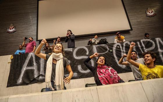 Secundaristas têm convicções políticas e 'certo desprezo' por políticos, diz professor da Unicamp
