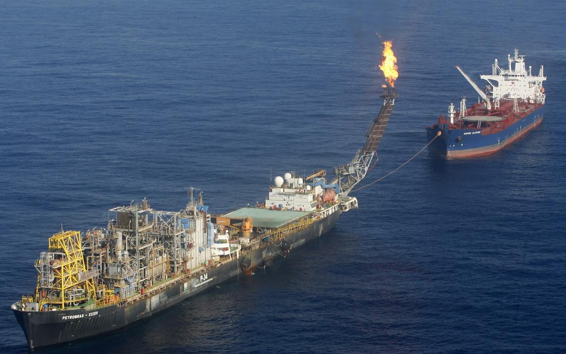 Foto da plataforma P-34, que em 2008 foi responsável por descobrir parte das reservas do pré-sal no Espírito Santo