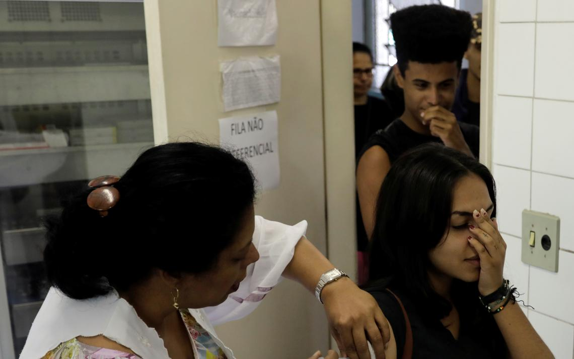 Mulher recebe vacina contra febre amarela em São Paulo, em 2017