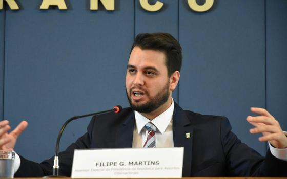 Filipe Martins ao microfone