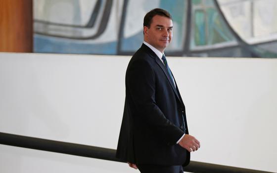 Quais as contestações ao foro especial de Flávio Bolsonaro