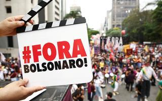 Manifestantes protestam contra o presidente Jair Bolsonaro em São Paulo