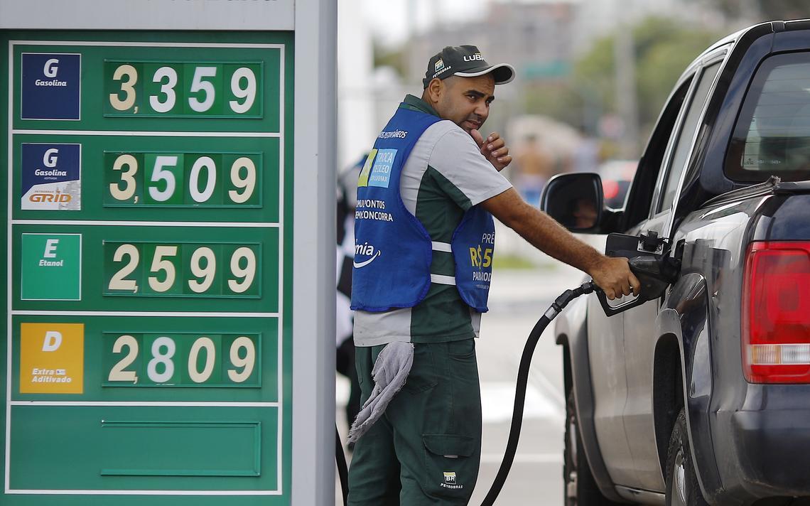 Painel mostra preço dos combustíveis no Rio em novembro de 2014