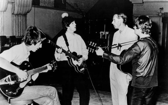 Por que George Martin era o 'quinto Beatle' definitivo