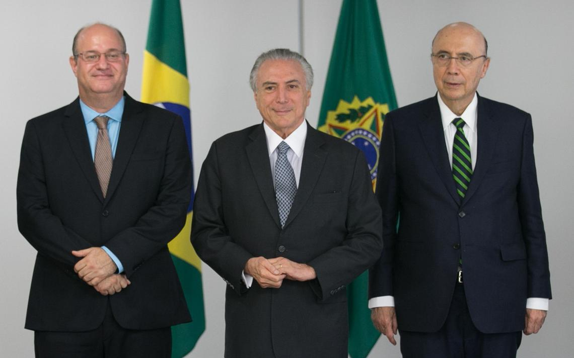 Ilan Goldfajn, Michel Temer e Henrique Meirelles em cerimônica no Planalto