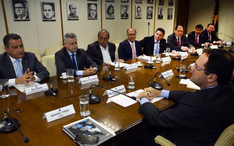 Com a economia em baixa, governadores recorrem a Dilma. Entenda o que eles querem