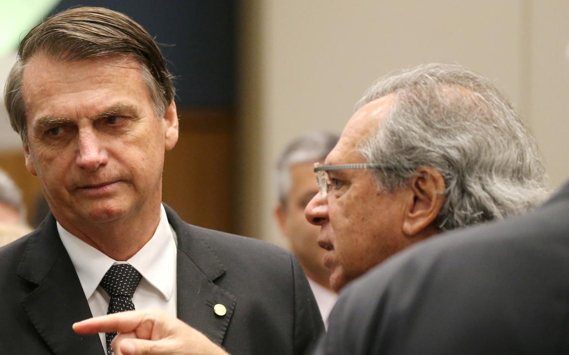 Bolsonaro conversa com Paulo Guedes em evento na Federação das Indústrias do Rio