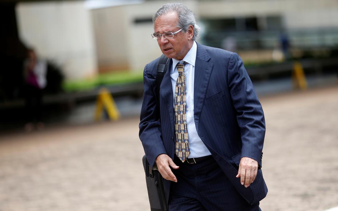 Paulo Guedes chega para reunião com Jair Bolsonaro em Brasília
