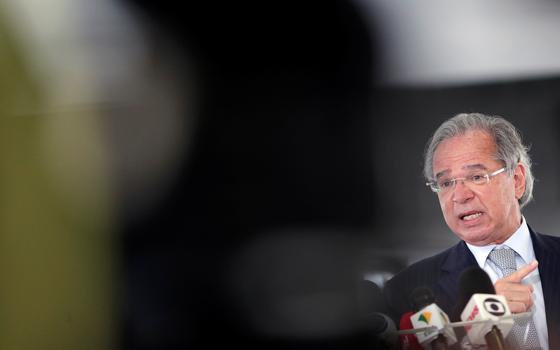 Convocado pela Câmara, Guedes viaja aos EUA para reuniões do FMI
