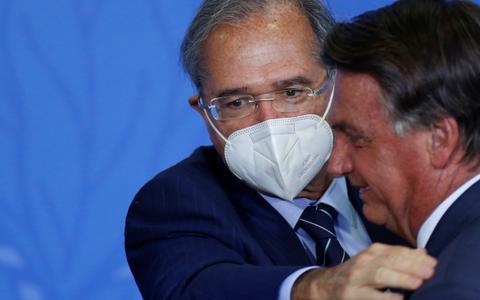 Bolsonaro diz que Paulo Guedes seguirá até o fim de seu governo