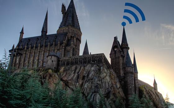 Um trouxa vai instalar wi-fi em Hogwarts