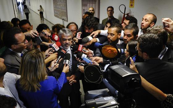 Petistas debatem prisão de Delcídio. O que eles estão dizendo
