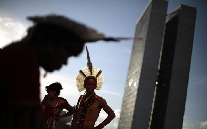 Índios pataxó em frente à Esplanada dos Ministérios, em Brasília