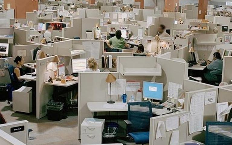 Conta 'Office vibes' no Instagram celebra arquitetura dos escritórios dos anos 1980 e 1990