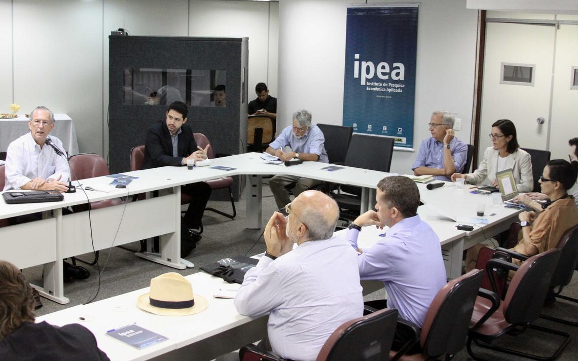 Pesquisadores participam de seminário organizado pelo Ipea em 2014