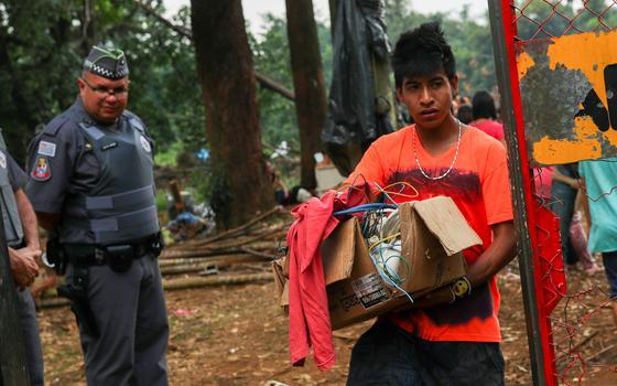 Qual a situação dos indígenas nos centros urbanos do Brasil