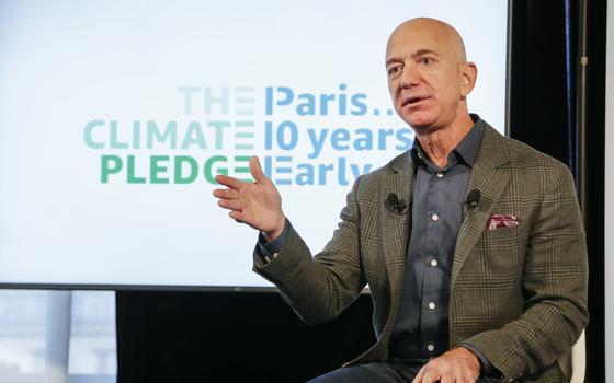 Quais as metas da Amazon para reduzir a emissão de carbono