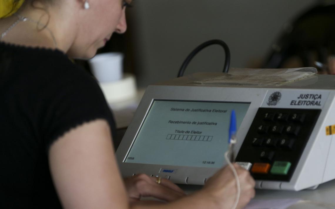 Eleitora justifica voto em Brasília