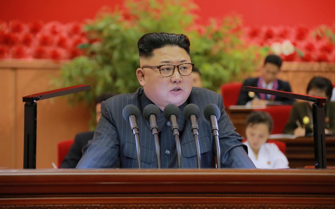 Norte-coreano fala durante evento