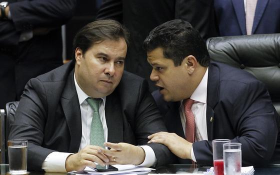 A investida de Bolsonaro. E o foco pós-Carnaval do Congresso