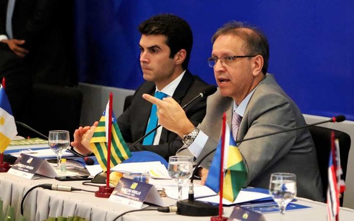 Marcelo Miranda (dir.) participa de evento com outros governadores
