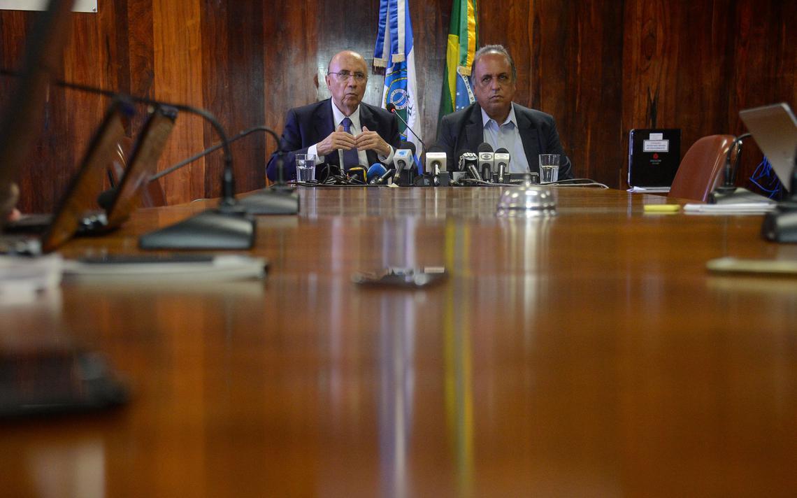 Henrique Meirelles e Luiz Fernando Pezão dão entrevista após reunião no Rio