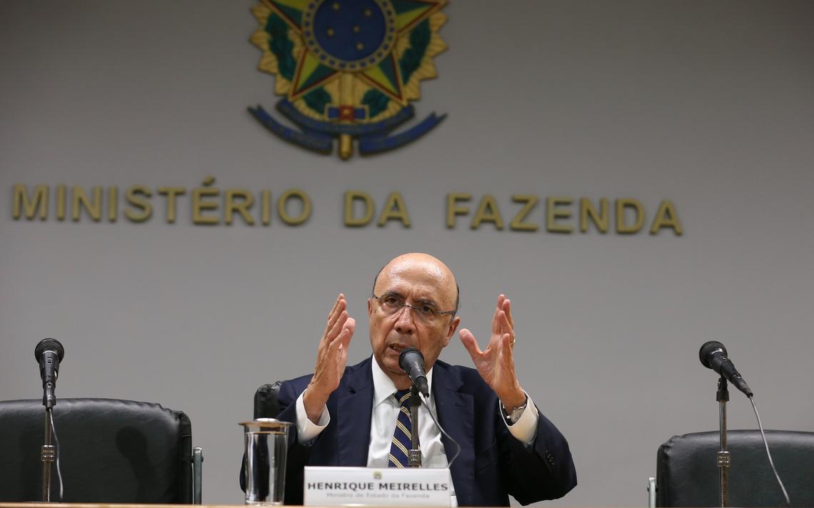 Ministro da fazenda em entrevista coletiva em Brasília