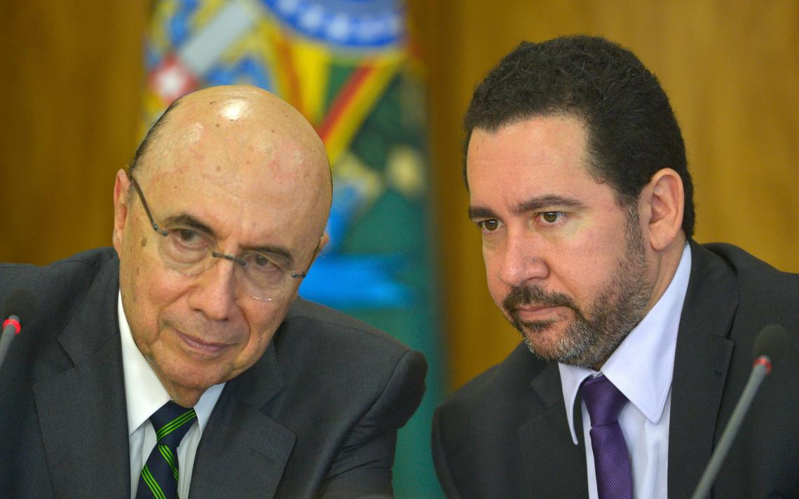 Henrique Meirelles e Dyogo Oliveira conversam no Palácio do Planalto