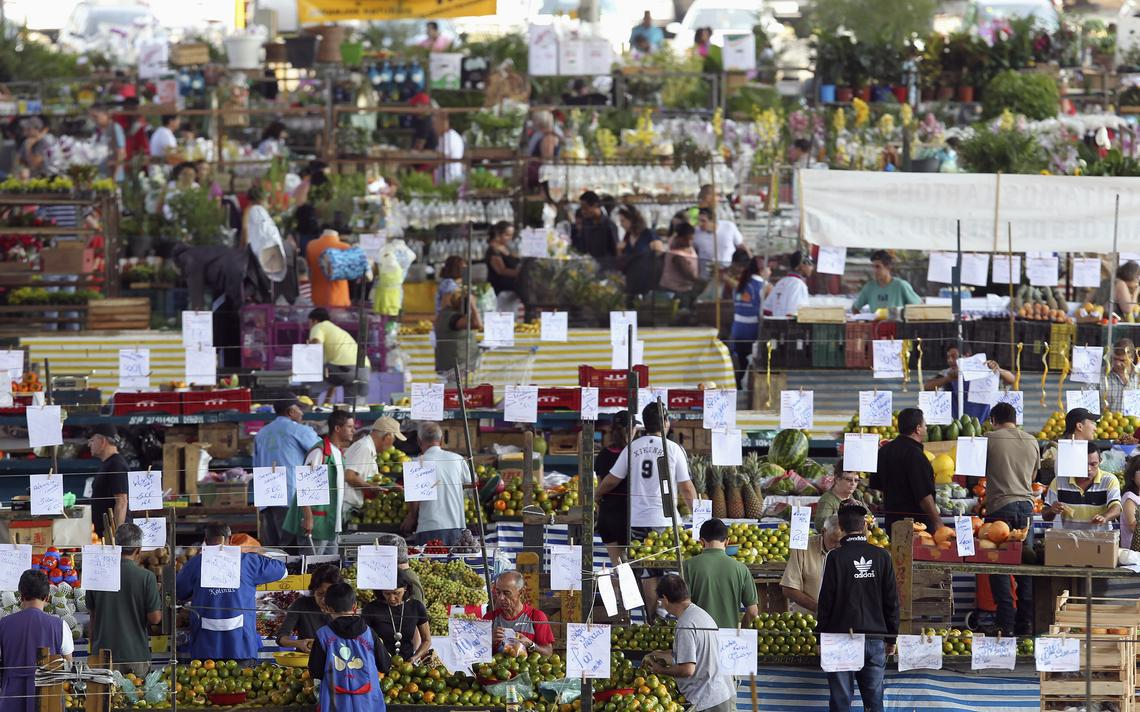 Mercado de frutas, legumes e verduras em São Paulo