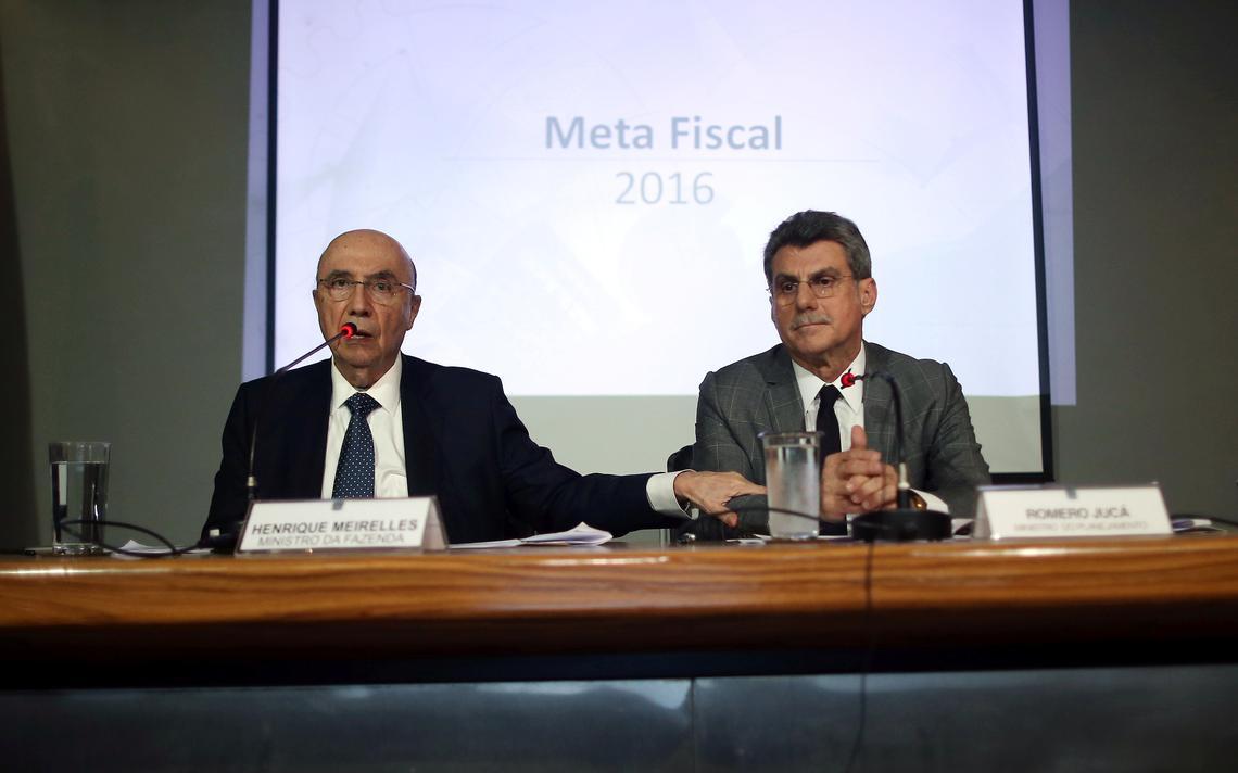 Henrique Meirelles apresenta meta fiscal ao lado do então ministro do Planejamento Romero Jucá