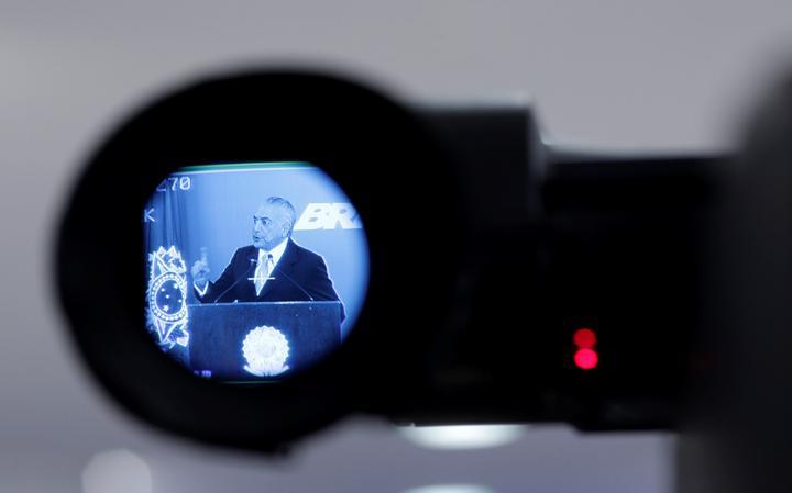 Imagem de Temer em visor de filmadora, no Palácio do Planalto