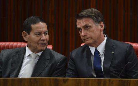 Para Bolsonaro, Mourão 'por vezes atrapalha um pouco'