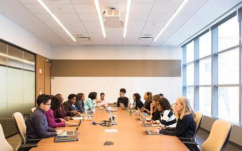 A relação entre ter mulheres na chefia e agenda socioambiental