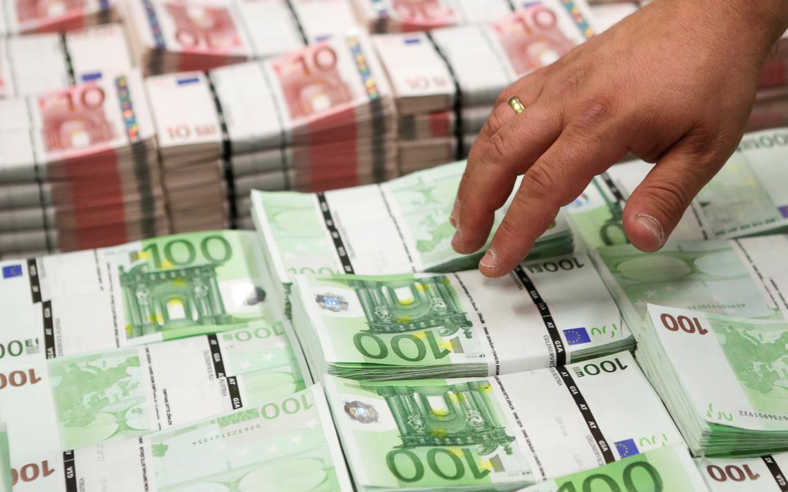 Pilha de notas de 100 euros