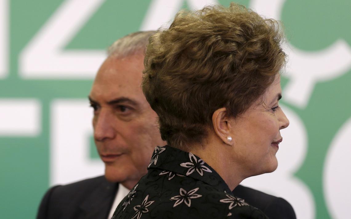Dilma e Temer durante evento no Palácio do Planalto em 2015