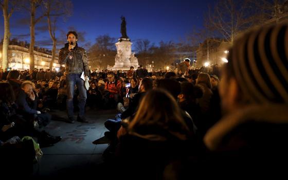O que é o Nuit Debout, movimento de rua que pretende revolucionar a política na França