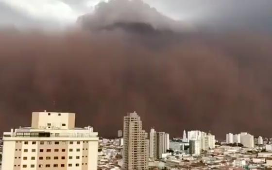 Tempestade de poeira atinge cidades do interior de São Paulo