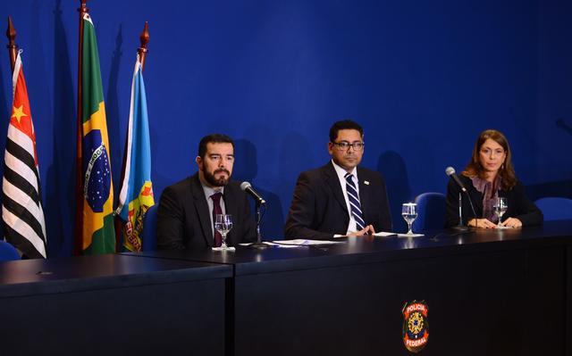 Representantes do Ministério Público e da Polícia Federal durante entrevista coletiva sobre a Operação Boca Livre em SP