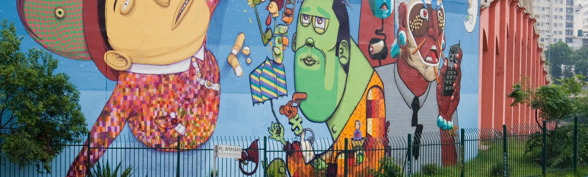 Mural dos grafiteiros Osgemeos, em São Paulo.