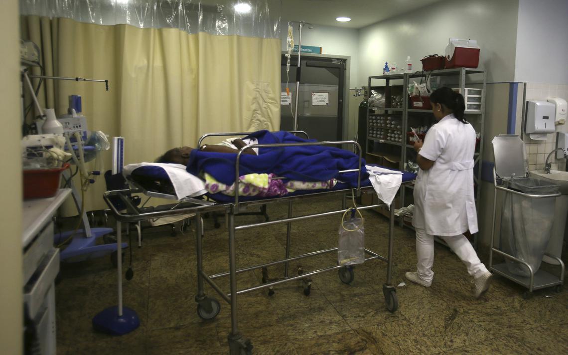 Paciente recebe atendimento no Hospital Souza Aguiar, no Rio